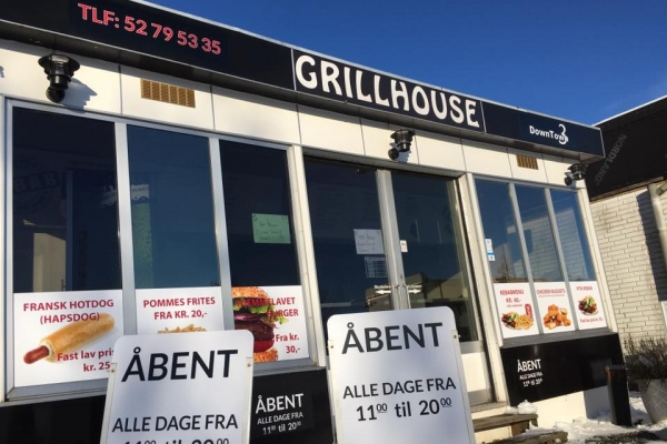 grill-house-002335469D4-8AF7-52A2-ACCA-8E37168F05E5.jpg